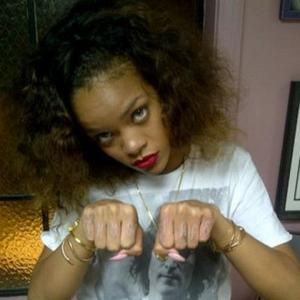 Rihanna Pays Homage To Tupac Shakur