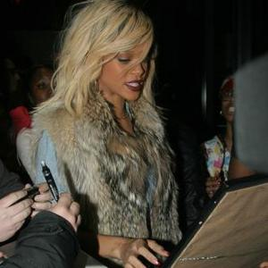 Rihanna Plans Fashion Line