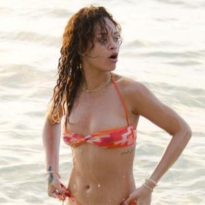 Rihanna Wants To Swap Breasts