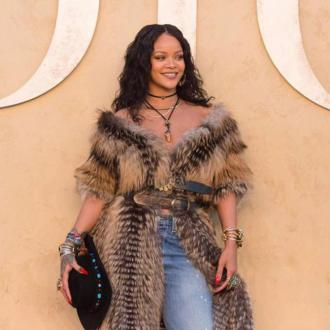 Rihanna helps fan through heartbreak