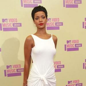 Rihanna Rocks New Hairstyle At Mtv Vmas 2012