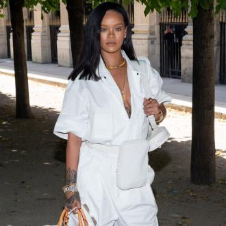 Rihanna praises mother