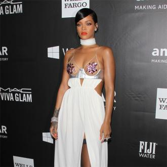 Rihanna Splashes Out $135,000 At Amfar Gala