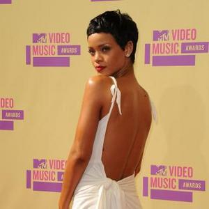 Rihanna Cut Hair Short On Spur Of Moment