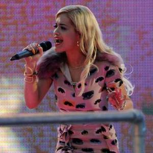 Rita Ora Loves Gwen Stefani's Style