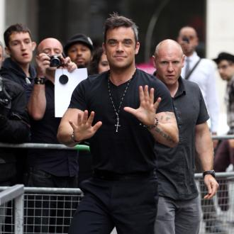 Robbie Williams Gets Family To Help With Baby