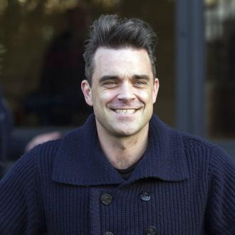 Robbie Williams Struggles To Entertain Daughter