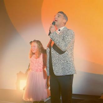Robbie Williams surprises fan by dueting with her daughter