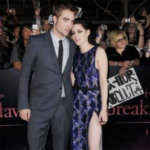 Robert Pattinson Enjoys Date Night With Kristen