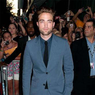 Robert Pattinson Quits Cigarettes