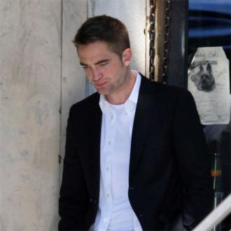 Robert Pattinson avoids Liberty Ross