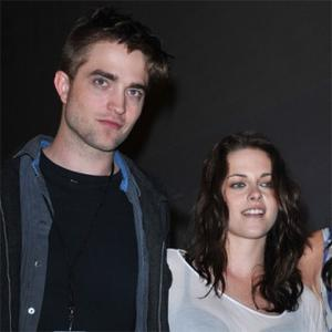 Robert Pattinson Takes Kristen To His Hometown