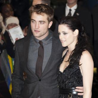 Robert Pattinson And Kristen Stewart's Poolside Kisses