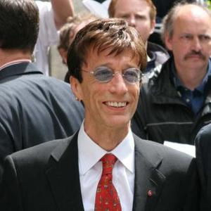 Robin Gibb Is Unable To Speak