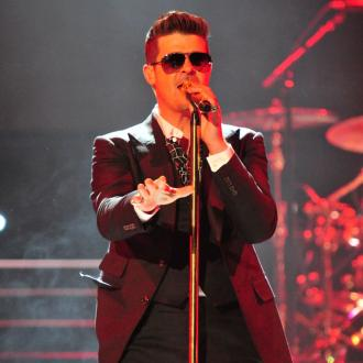 Robin Thicke spends time with son