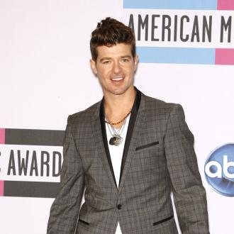 Robin Thicke Makes Love To His Own Tunes