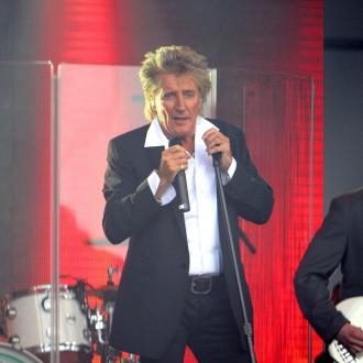 Rod Stewart Sued After Breaking Fan's Nose