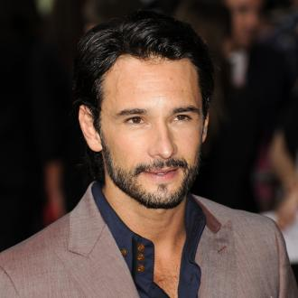 Rodrigo Santoro joins Will Smith in Focus