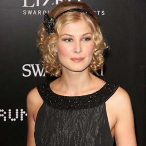 Rosamund Pike Annoyed By Hoffman