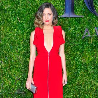 Rose Byrne: Social media puts pressure on parents