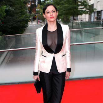 Rose Mcgowan Wants To Hold Her Middle Fingers Up To Sexual Harassment In Hollywood