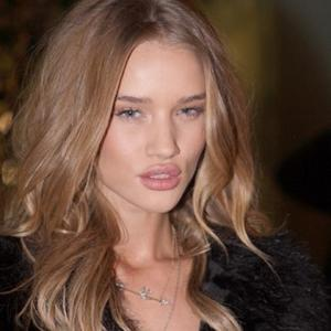 Rosie Huntington-whiteley Found It Hard To Resist Shia