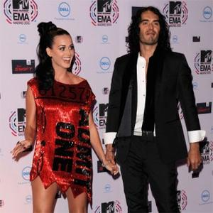 Russell Brand Chooses Katy Perry's Outfits