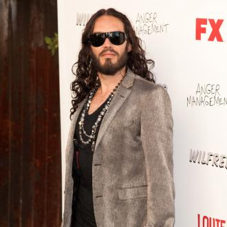 Barefoot Russell Brand Horrifies Diners