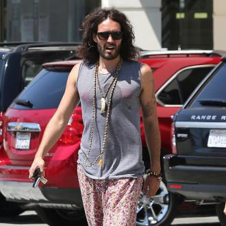 Russell Brand Annoys Rug Seller In La