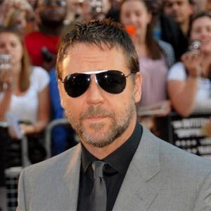 Russell Crowe Goes Snake Spotting