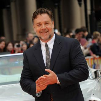 Russell Crowe's drunken auction plan