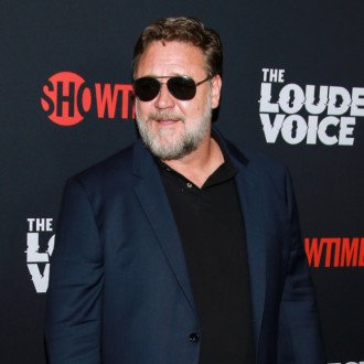 Russell Crowe directing Poker Face