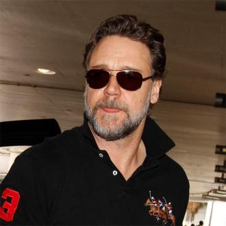 Russell Crowe Claims His Twitter Was Hacked