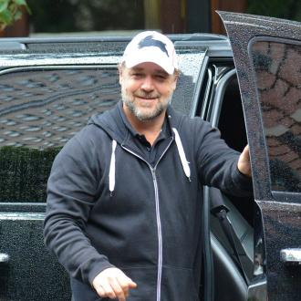 Russell Crowe Injures His Feet Running