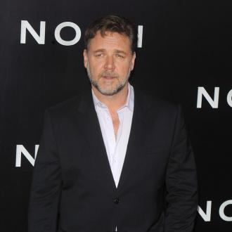 Russell Crowe OK with ageing