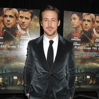 Ryan Gosling Sings To Daughter
