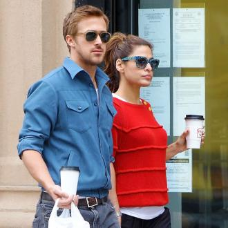 Ryan Gosling And Eva Mendes 'Tug-of-war'