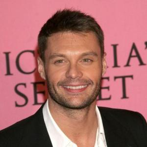 Ryan Seacrest's Kiss-filled Vacation