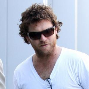 Sam Worthington Happy Girlfriend Doesn't Work