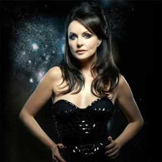 Sarah Brightman postpones space mission