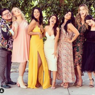 Sarah Hyland has 8 bridesmaids