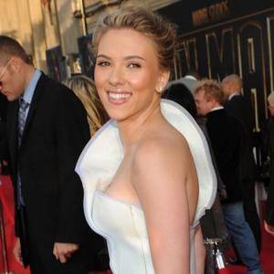 Scarlett Johansson Defends Award