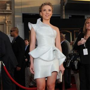 Scarlett Johansson Stays Away From Twitter