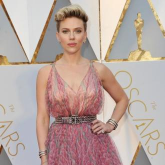 Scarlett Johansson accidentally flashed her vagina on a plane