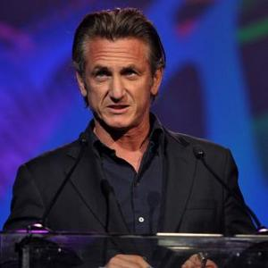 Sean Penn To Get Humanitarian Honour