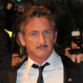 Sean Penn Passionately Kisses Charlize Theron