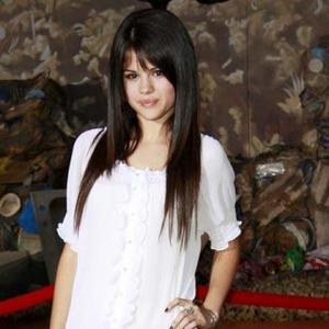 Selena Gomez Loves Leo