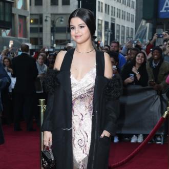 Justin Bieber ignoring Selena Gomez?