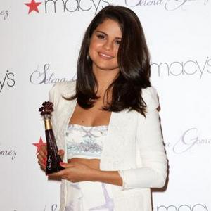 Selena Gomez Admires Gwyneth's Fashion