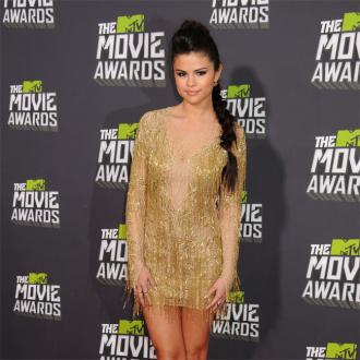 Selena Gomez Flies In For Bieber Reconciliation?
